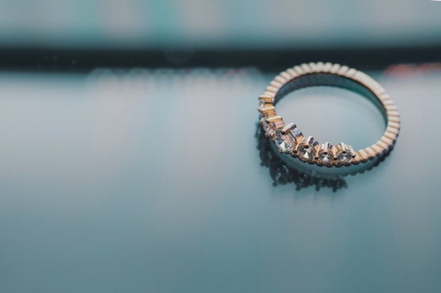 Close-up-diamond-engagement-ring
